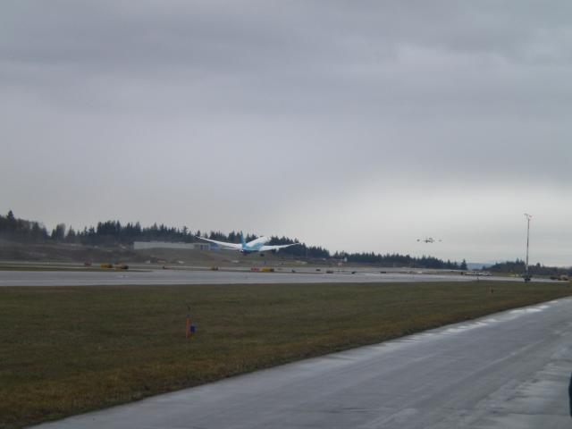 787_lifts_off_for_the_first_time_091215.jpg