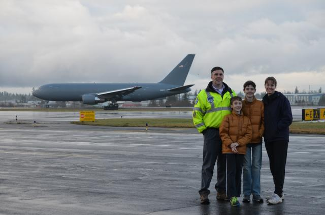 Family_and_the_767-2C_before_First_Flight_141228.JPG