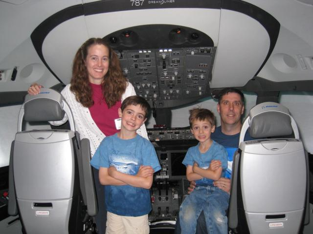 Family_portrait_in_the_787_cab_090625a.JPG