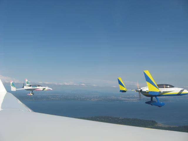 Flying_formation_with_Jim_Price_on_the_way_to_Bremerton_090711.jpg