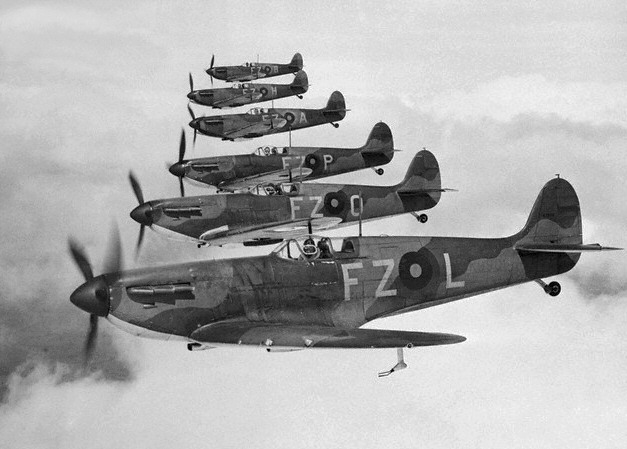 Spitfire_Mk_I_squadron_in_flight.jpg