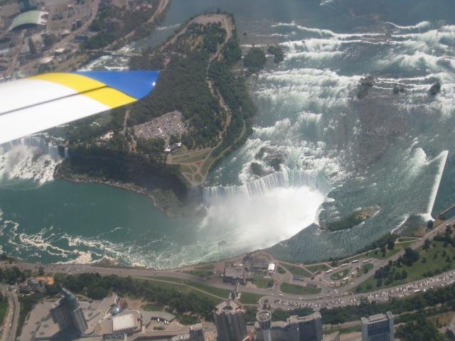 zNiagara_Falls_from_Invictus_110730.jpg